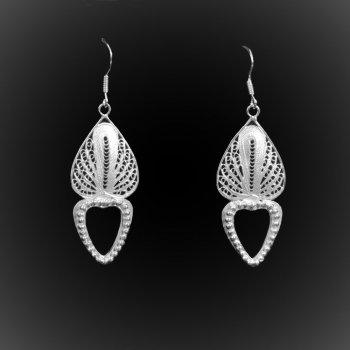 Boucles d'oreilles Anthurium en broderie d'argent