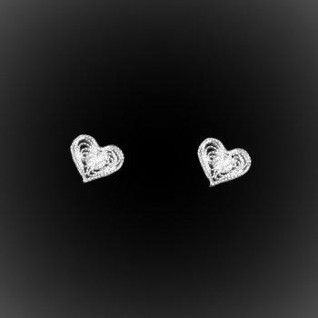Clous d'oreilles Le clou de coeur en broderie d'argent