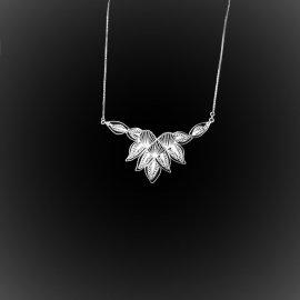 Collier Coeur en fleur en broderie d'argent