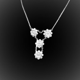 Collier Pushing daisies en broderie d'argent