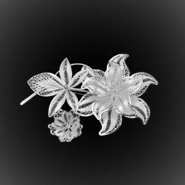 Broche Bouquet de fleurs en broderie d'argent