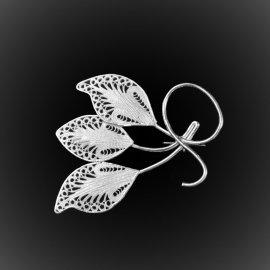Broche Triple Leaf en broderie d'argent
