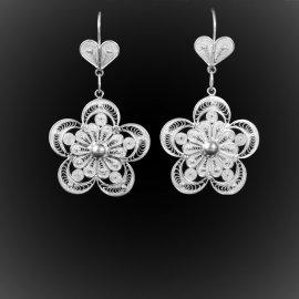 Boucles d'oreilles Coeur de fleur pendantes en broderie d'argent