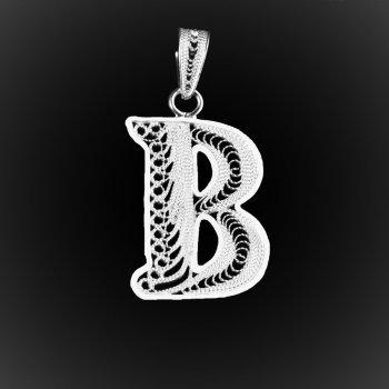 "Pendentif Initiale ""B"" en broderie d'argent"