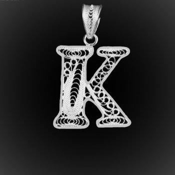 "Pendentif Initiale ""K"" en broderie d'argent"
