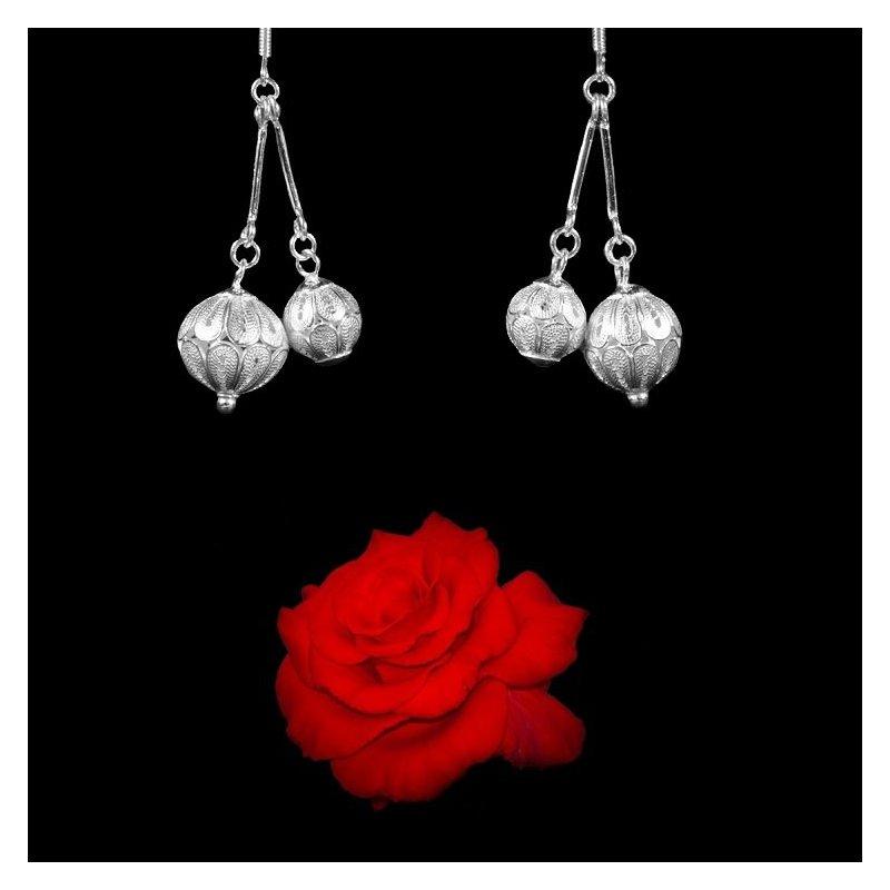Boucles d/'oreilles Tibétaines Triangle Rose en Argent Tibétain